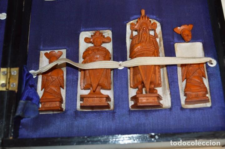 Juegos de mesa: Antiguo ESTUCHE/CAJA AJEDREZ / Piezas en hueso o similar, talladas cada una a mano ¡Precioso, MIRA! - Foto 3 - 240083890
