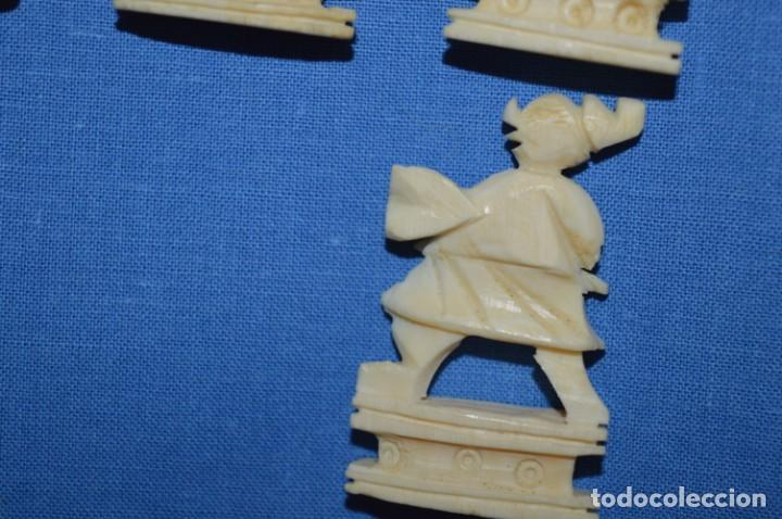 Juegos de mesa: Antiguo ESTUCHE/CAJA AJEDREZ / Piezas en hueso o similar, talladas cada una a mano ¡Precioso, MIRA! - Foto 35 - 240083890