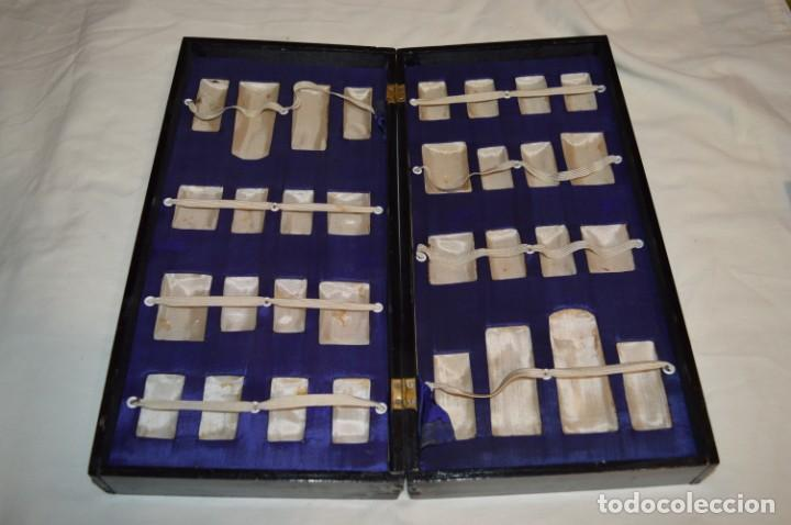 Juegos de mesa: Antiguo ESTUCHE/CAJA AJEDREZ / Piezas en hueso o similar, talladas cada una a mano ¡Precioso, MIRA! - Foto 39 - 240083890