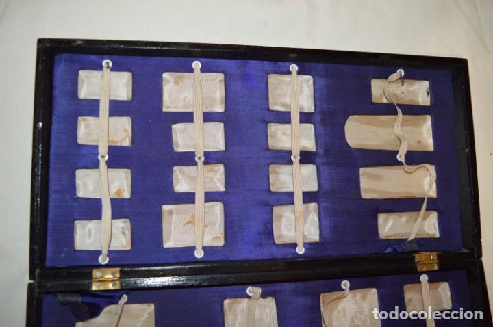 Juegos de mesa: Antiguo ESTUCHE/CAJA AJEDREZ / Piezas en hueso o similar, talladas cada una a mano ¡Precioso, MIRA! - Foto 40 - 240083890