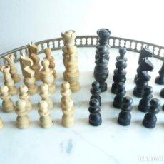 Juegos de mesa: ANTIGUO AJEDREZ PEQUEÑO. FICHAS DE MADERA TIPO REGENCIA. EN CAJA Y SIN TABLERO. COMPLETO. Lote 240270495