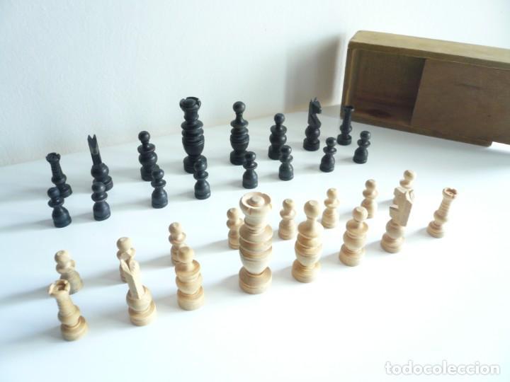Juegos de mesa: ANTIGUO AJEDREZ PEQUEÑO. FICHAS DE MADERA TIPO REGENCIA. EN CAJA Y SIN TABLERO. COMPLETO - Foto 2 - 240270495