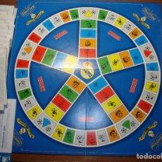 Juegos de mesa: TRIVIAL PURSUIT EDICIÓN ESPECIAL REAL MADRID TODOS LOS SOBRES SIN ABRIR MENOS DOS FALTAN LAS FICHAS. Lote 240482570
