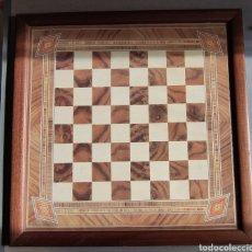 Jeux de table: AJEDREZ DE MADERA TARACEADA CON CRISTAL. Lote 242484575