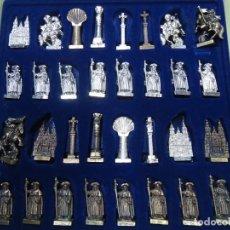 Juegos de mesa: EL AJEDREZ EL CAMINO DE SANTIAGO: PIEZAS METÁLICAS/ PLOMO DEL AÑO XACOBEO 1999. Lote 243999365