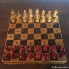 Juegos de mesa: AJEDREZ VIAJE, MARQUETERÍA, COMPLETO, EN MADERA - VINTAGE, DÉCADA 1960. Lote 244717730