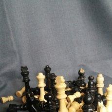 Juegos de mesa: FIGURAS DE AJEDREZ DE MADERA ANTIGUAS. Lote 244827325