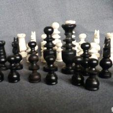 Juegos de mesa: JUEGO DE AJEDREZ ANTIGUO DE MADERA DE PEQUEÑO TAMAÑO. Lote 244827495