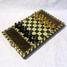 Juegos de mesa: AJEDREZ DE VIAJE EN MARQUETERÍA, PLEGABLE. Lote 245983895