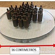 Juegos de mesa: JUEGO SOLITARIO SENKU BASE DE CRISTAL Y PIEZAS EN METAL 1980. Lote 247077415