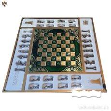Juegos de mesa: AJEDREZ FIGURAS GUERREROS GRIEGOS TABLERO ACERO ESMALTADO. Lote 253091400