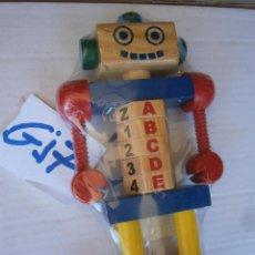 Juegos de mesa: ANTIGUO ROBOT DE MADERA JUEGO DE VOCALES, LETRAS Y NUMEROS +- 25 CM PRECINTADO. Lote 255639445
