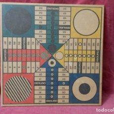 Juegos de mesa: JUEGO DE MESA ANTIGUO PARCHIS Y OTRO. JUEGO DE MADERA. 34 X 34 CENTIMETROS. Lote 257956860