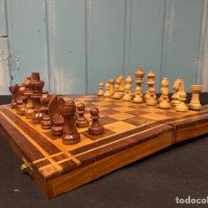 Jogos de mesa: JUEGO DE AJEDREZ COMPLETO PIEZAS TALLAS DE MADERA. Lote 259816445