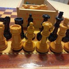 Juegos de mesa: TABLERO Y PIEZAS DE AJEDREZ Y DAMAS STAUNTON N°5. Lote 262959380