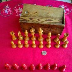 Juegos de mesa: JUEGO DE FICHAS DE AJEDRÉZ ANTIGUAS. Lote 263011830