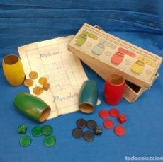 Juegos de mesa: ANTIGUO PARCHIS - CUBILETES DADOS Y FICHAS TODO EN MADERA. Lote 269071468