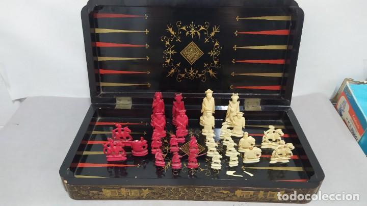 AJEDREZ CON TABLERO DE LACA CHINA Y PIEZAS DE MARFIL TALLADO, FINALES XIX (Juguetes - Juegos - Juegos de Mesa)