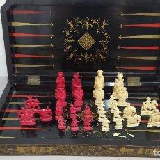 Juegos de mesa: AJEDREZ CON TABLERO DE LACA CHINA Y PIEZAS DE MARFIL TALLADO, FINALES XIX. Lote 272649213