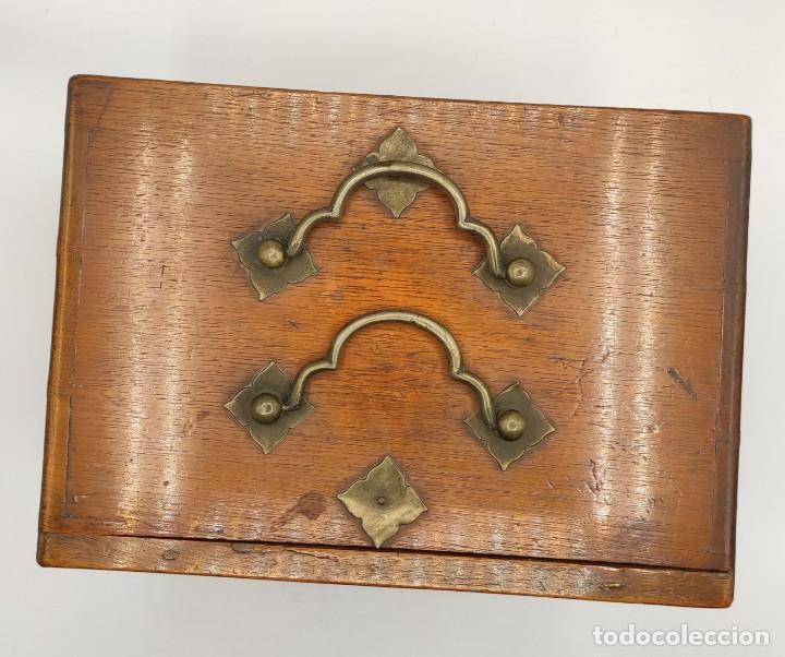 Juegos de mesa: Juego de mesa chino Mah- Jongg, caja en madera tallada con aplicaciones en bronce y fichas en hueso - Foto 8 - 277728558