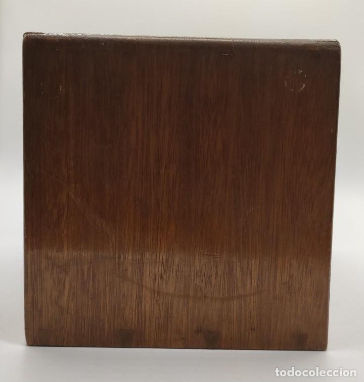 Juegos de mesa: Juego de mesa chino Mah- Jongg, caja en madera tallada con aplicaciones en bronce y fichas en hueso - Foto 9 - 277728558