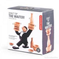 Juegos de mesa: JUEGO DONT TIP THE WAITER KIKKERLAND (EQUILIBRIO DEL CAMARERO). NUEVO EN CAJA!!. RARO.. Lote 279562653