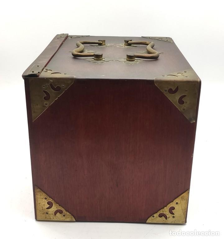 Juegos de mesa: Juego de mesa chino Mahjong, caja madera tallada con aplicaciones latón y fichas hueso y bambú. - Foto 3 - 287713138