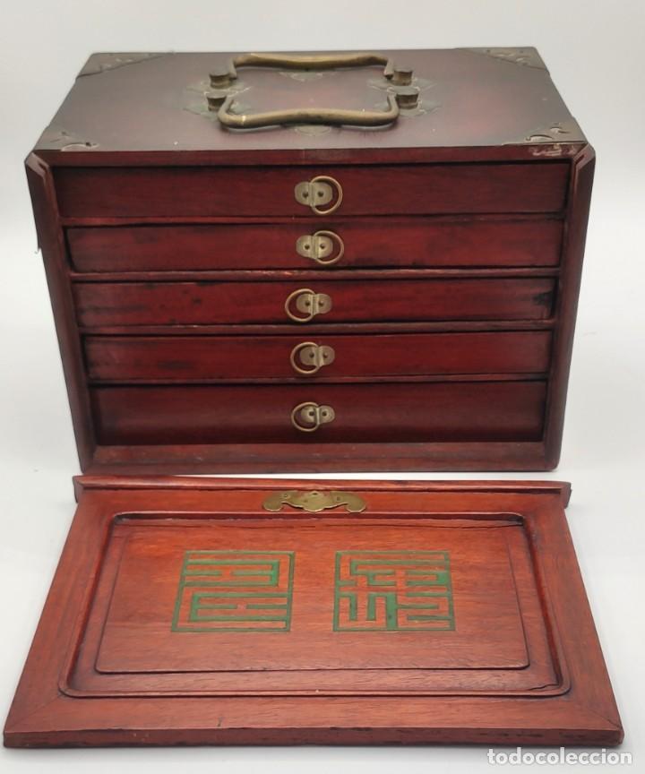 Juegos de mesa: Juego de mesa chino Mahjong, caja madera tallada con aplicaciones latón y fichas hueso y bambú. - Foto 7 - 287713138
