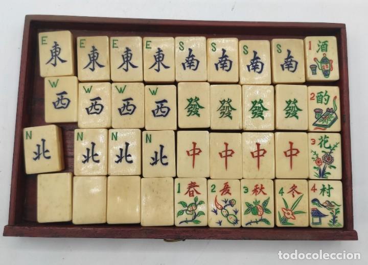 Juegos de mesa: Juego de mesa chino Mahjong, caja madera tallada con aplicaciones latón y fichas hueso y bambú. - Foto 8 - 287713138