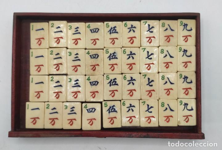 Juegos de mesa: Juego de mesa chino Mahjong, caja madera tallada con aplicaciones latón y fichas hueso y bambú. - Foto 9 - 287713138