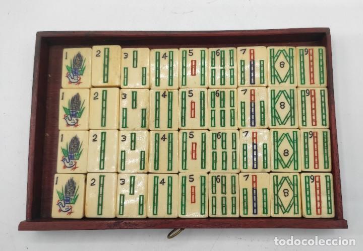 Juegos de mesa: Juego de mesa chino Mahjong, caja madera tallada con aplicaciones latón y fichas hueso y bambú. - Foto 11 - 287713138