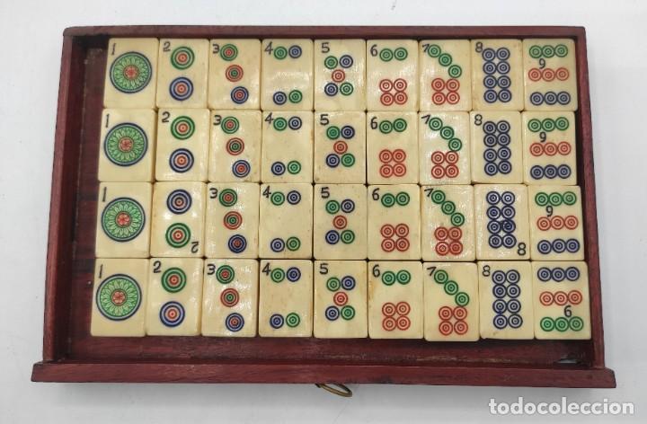 Juegos de mesa: Juego de mesa chino Mahjong, caja madera tallada con aplicaciones latón y fichas hueso y bambú. - Foto 12 - 287713138