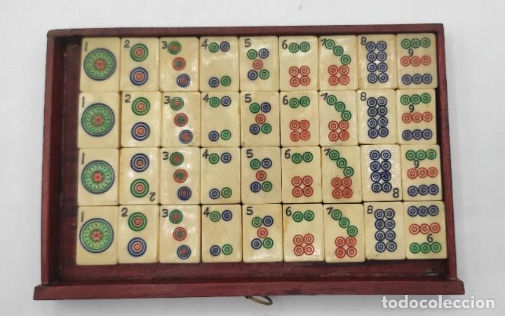 Juegos de mesa: Juego de mesa chino Mahjong, caja madera tallada con aplicaciones latón y fichas hueso y bambú. - Foto 13 - 287713138