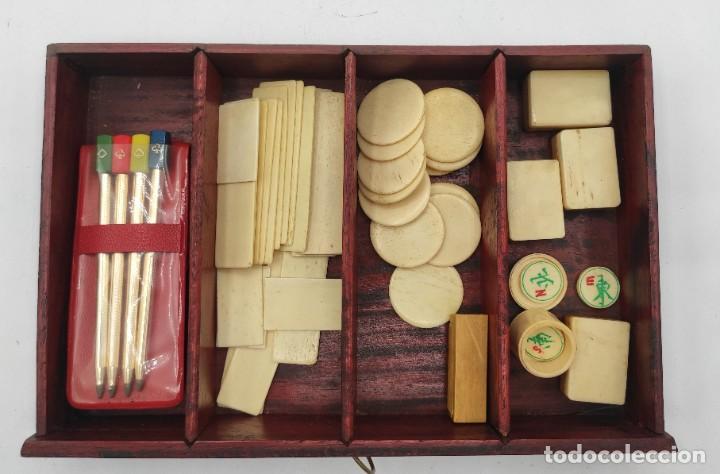 Juegos de mesa: Juego de mesa chino Mahjong, caja madera tallada con aplicaciones latón y fichas hueso y bambú. - Foto 14 - 287713138