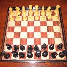 Juegos de mesa: MINI TABLERO DE AJEDREZ CON SUS PIEZAS IMANTADO. Lote 27177636