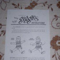 Juguetes antiguos: MUÑECA GIGGLES DE IDEAL TOYS. FOLLETO DE INSTRUCCIONES Y GARANTIA. Lote 115178122