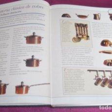 Juguetes antiguos: TU COCINA EN MINIATURA CREA LIBRO ILUSTRADO CON VARIOS UTENSILIOS DE COCINA. Lote 83461060