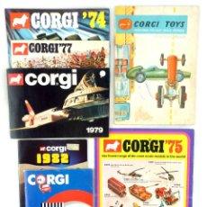 Juguetes antiguos: LOTE DE 7 CATALOGOS CORGI TOYS - AÑOS 1959, 74`- 75`- 77`- 79`- 82 Y 85`. Lote 87237608