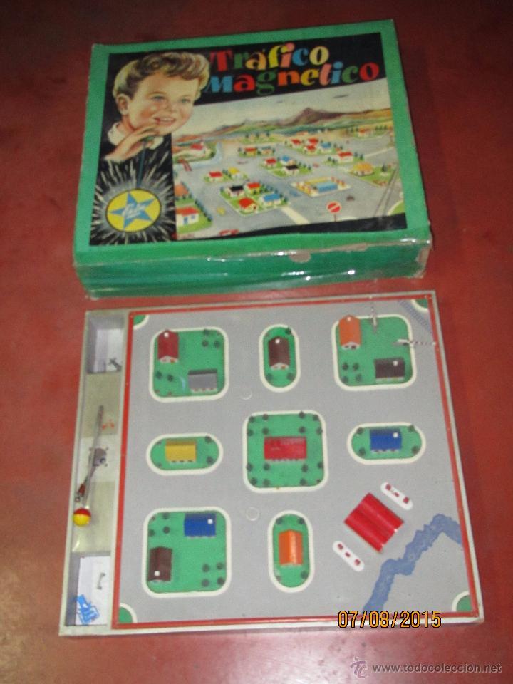 Juguetes antiguos Exin: Antiguo Juego TRAFICO MAGNETICO con Caja de Madera de EXIN - Año 1960s. - Foto 3 - 50653799
