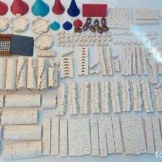 Juguetes antiguos Exin: EXIN CASTILOS PDJ, LOTE DE 687 PIEZAS. Lote 97913427