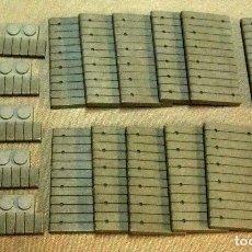 Juguetes antiguos Exin: LOTE EXIN WEST, PIEZAS GRISES, PORCHE, SUELO, ESCALONES, ORIGINAL 1970S. Lote 107092767