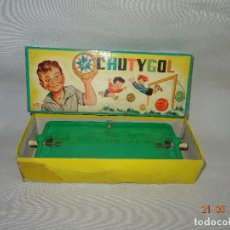 Juguetes antiguos Exin: ANTIGUO JUEGO CHUTYGOL DE EXIN CON DIBUJO TAPA DE SABATÉS - AÑO 1950-60S.. Lote 115749299