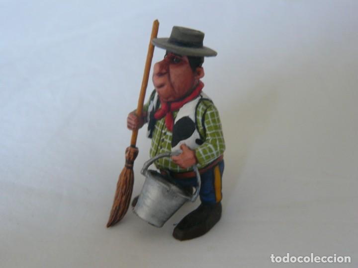 Juguetes antiguos Exin: FIGURA DEL AYUDANTE DEL SHERIFF DE EXIN WEST LIMPIANDO LA COMISARIA PINTADO EN ALTA CALIDAD - Foto 3 - 148170046