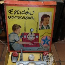 Juguetes antiguos Exin: EXIN. ESTACION RADIOTELEGRAFICA. AÑOS 50. DIBUJANTE SABATÉS. EN CAJA COMPLETO.. Lote 148730666