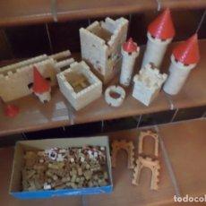 Juguetes antiguos Exin: EXIN CASTILLOS ORIGINAL AÑOS 70.LOTE DE CASI 2 KG.DE PIEZAS.. Lote 155857870