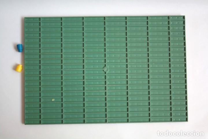 Juguetes antiguos Exin: Base verde juego de construcción tipo Exin con 2 piezas pequñas. Puede que sea del Arkimos de Airgam - Foto 3 - 198244037