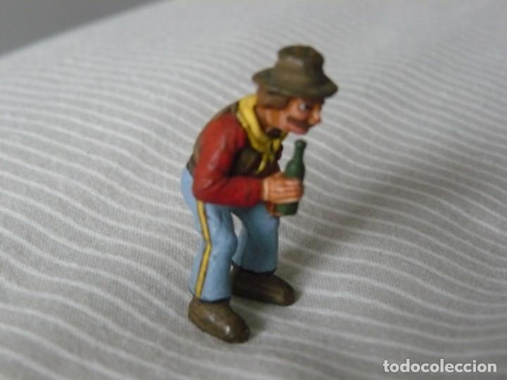 Juguetes antiguos Exin: VAQUERO BEBIENDO EXIN WEST FIGURA TRANSFORMADA Y PINTADA - Foto 4 - 160718526