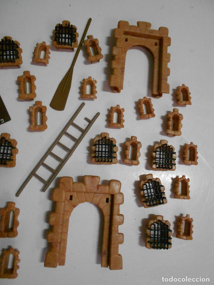 Juguetes antiguos Exin: GRAN LOTE ANTIGUO EXIN CASTILLO CON INSTRUCCIONES, BASES, MUCHAS PIEZAS Y FIGURAS DIVERSAS - Foto 7 - 200741315