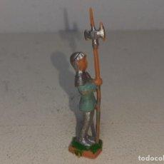 Giocattoli antichi Exin: EXIN CASTILLOS : ANTIGUO SOLDADO MEDIEVAL CON ALABARDA GUARDIA ENTRADA FIGURA PLASTICO AÑOS 70. Lote 222801552