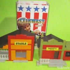 Juguetes antiguos Exin: EXINWEST SHERIFF Y STABLE CON SU CAJA DOS CONSTRUCCIONES. Lote 236805890